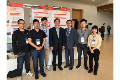 科技部許有進次長參觀楊明德特聘教授團隊展示並與團隊成員合影