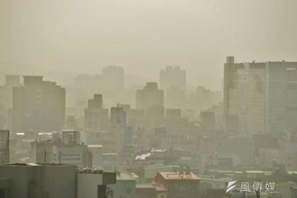 去年3項與能源相關公投案的支持強度都與空氣品質改善程度連動,「空氣品質」這個關鍵字是否也將對2020年大選產生政治後座力?圖為新竹地區空污情形。(資料照,盧逸峰攝)