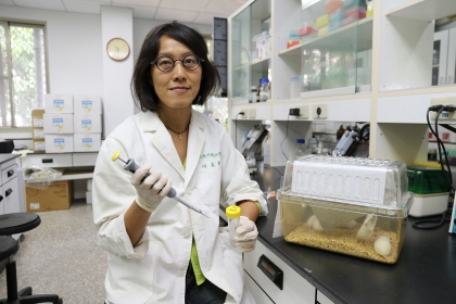 中興大學獸醫學院微生物暨公共衛生學研究所教授趙黛瑜團隊開發新一代登革熱疫苗