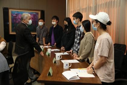 越南駐台北經濟文化辦事處阮英勇代表與中興大學越南籍學生會談。