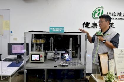 種苗改良繁殖場與國立中興大學合作,研發出國內第一台透過水稻種子外觀特徵進行品種辨識的機器。