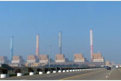 全台用電量屢創新高,各界憂心夏季面臨缺電危機,圖為台中火力發電廠。 圖/聯合報系資料照片