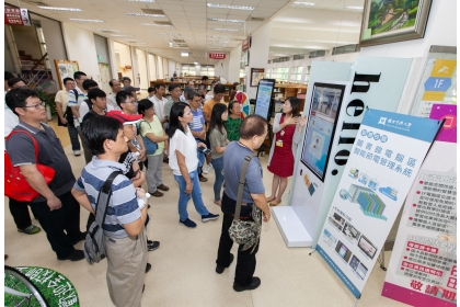 圖書館示範區展示觀摩(計資中心攝)
