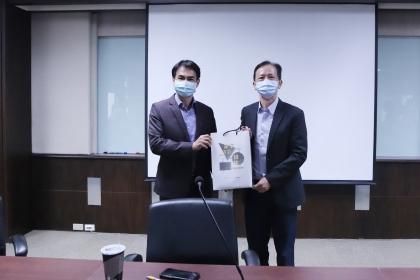 中興大學林俊良副校長(左)、國立雲林科技大學蘇純繒副校長(右)