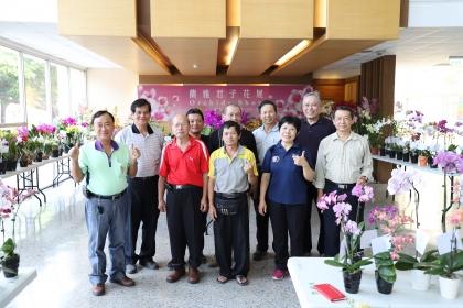 台中市蘭藝協會總幹事李宗明(後排右一)等人合影