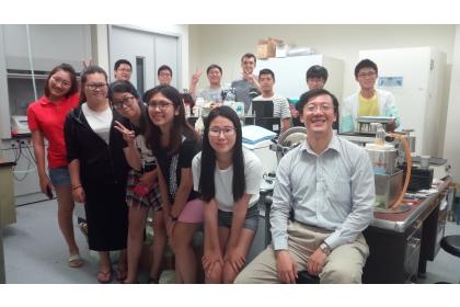 王惠民教授與研究團隊合影