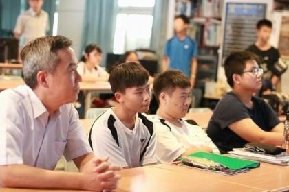 國立興大附中校長陳勇延參加天文社舉辦《小行星搜尋計畫》講座
