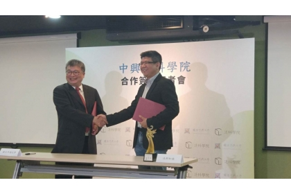 【聯合報】中興大學將與泛科知識合作推出「中興泛科學院」,雙方今天簽約。記者林良齊/攝影