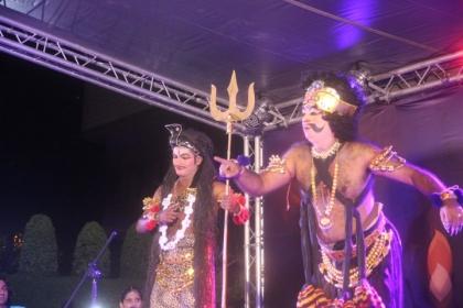 邀請來自印度的專業樂團與舞者現場演出
