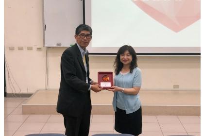 興大運健所所長巫錦霖教授(左)、許美智教授