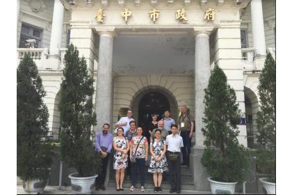 國際與會者在台中州廳留影
