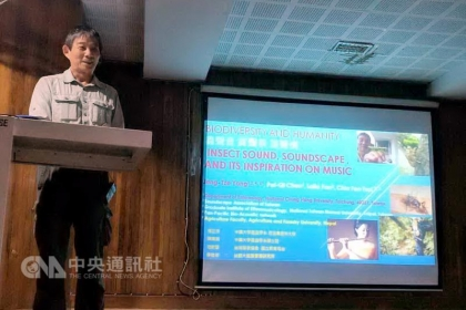 中興大學昆蟲學系教授楊正澤拜會德里大學,受邀在動物系向100名研究昆蟲的印度學生演說,讓學生對台灣產生很大的興趣。中央社記者康世人新德里攝 106年10月4日