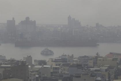 專家預計中南部的空氣汙染還會持續3、4天以上,不排除週四、週五汙染還有加劇的機會。(中央社)