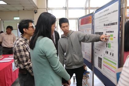 科學教育中心科技論文競賽,以化學、數學、物理、資訊四個領域分組競賽,鼓勵學生發表並展示學術研究之成果