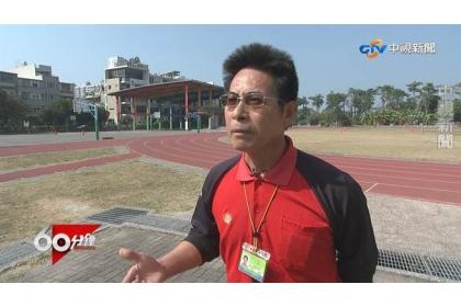 勝利國小體育老師陳壽林指出,市府要求每年12月到隔年2月不能辦戶外活動,試問孩子的體育受教權何在。