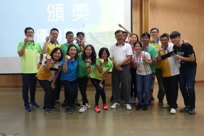 「領導與創新」課程總冠軍隊伍。