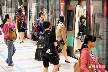 冬季空氣品質不良,高雄市政府12月起推動3個月大眾運輸免費措施。張世瑜攝