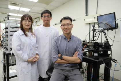 NCHU's Prof. Yen-Fu Lin, (Right), Dr. Mengjiao Li (Left) and student Feng-Shou Yang develop novel two-dimensional neural synapses.