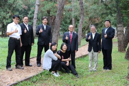 Vice President Jenn-Wen Huang of NCHU Won the Executive Yuan Outstanding Science and Technology Contribution Award