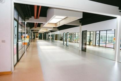 【聯合報】興大打造600坪「居學園」學生活動中心,空間明亮寬敞。