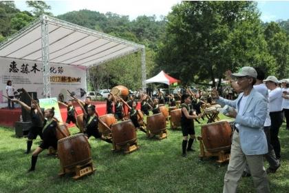 惠蓀木文化節在溪南國小「驚天動地」的太鼓表演中揭開序幕。
