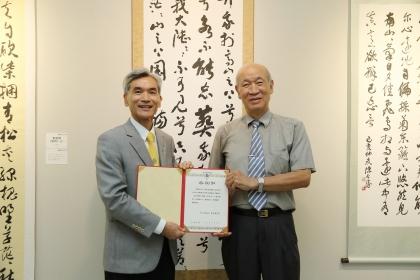 興大校長薛富盛頒贈感謝狀予李貞吉教授